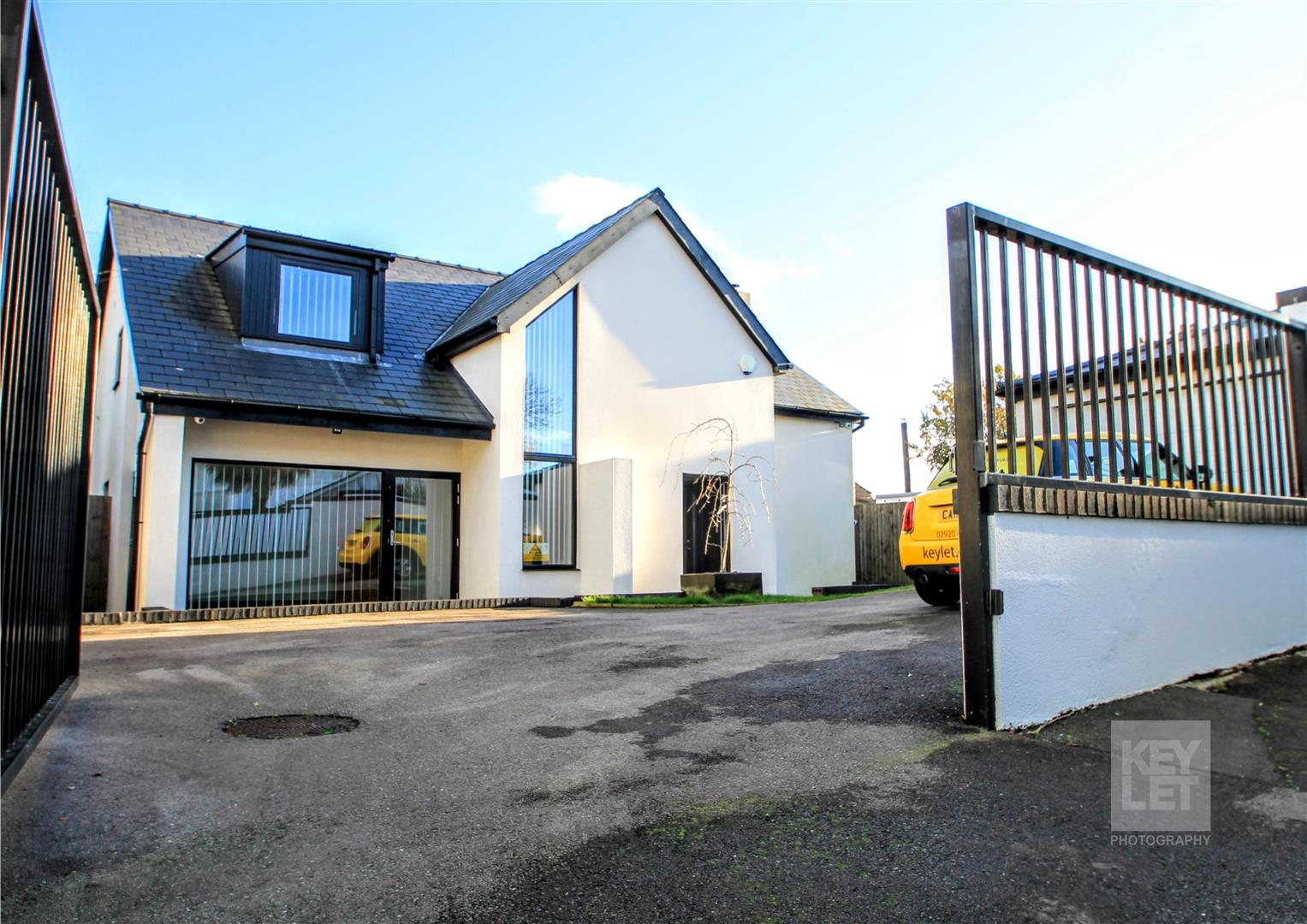 5 Bedrooms Detached House for sale in Park Road, Barry